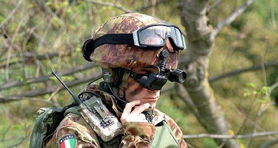 艾睿光电红外热成像仪应用于夜视头盔装备